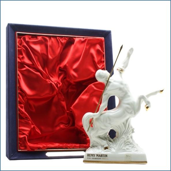 人頭馬收購 白人馬像